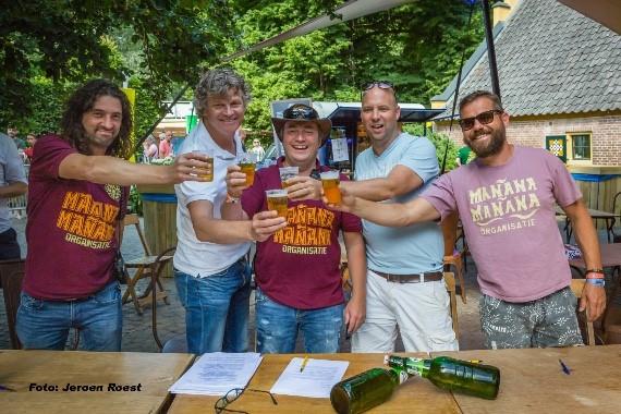 De Feestfabriek en Grolsch proosten op verlenging samenwerking